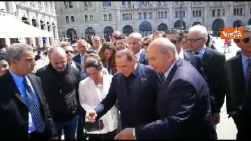 2 - Berlusconi in Piazza Unità a Trieste accompagnato dal sindaco della città