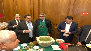 4 - Il patto del pesto, Conte Salvini e Toti mangiano le trofie a Montecitorio
