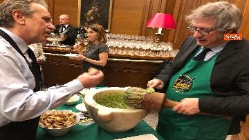 12 - Il patto del pesto, Conte Salvini e Toti mangiano le trofie a Montecitorio