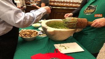 13 - Il patto del pesto, Conte Salvini e Toti mangiano le trofie a Montecitorio