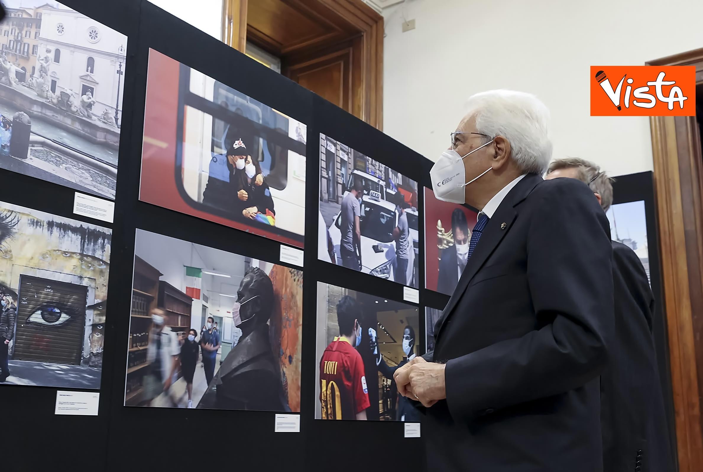 13-10-20 Mattarella visita la mostra Lockdown Italia presso la Stampa Esteri, le immagini_02