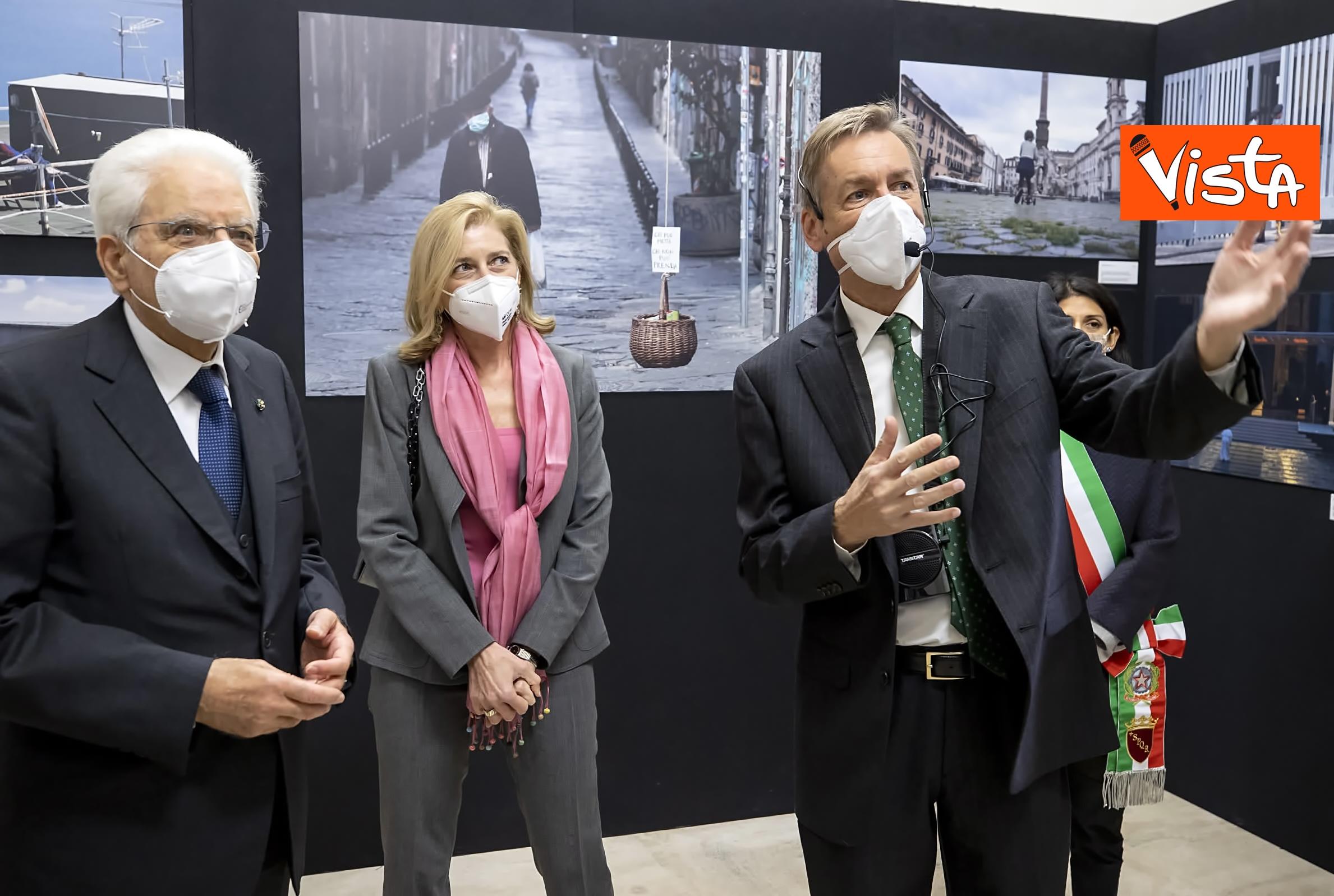 13-10-20 Mattarella visita la mostra Lockdown Italia presso la Stampa Esteri, le immagini_03