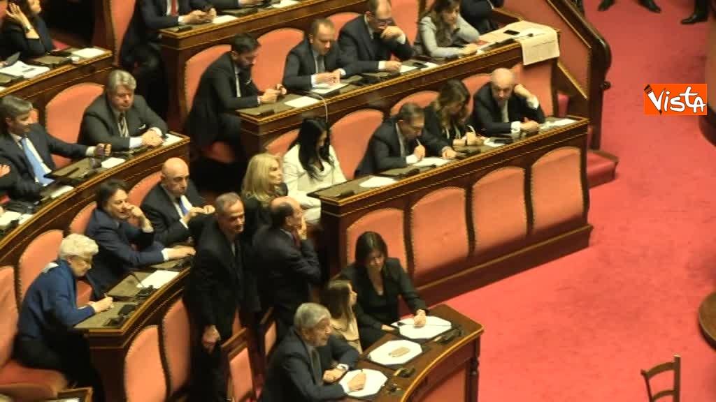 24-03-18 Larussa e Santanche' seguono lo spoglio appuntandosi il numero dei voti 00_464549687000286954064