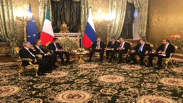 1 - Conte e Putin, l'incontro fra i due leader