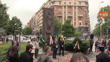 6 - 25 Aprile, deposte le corone in piazzale Loreto sotto il Monumento in ricordo dei Quindici Martiri