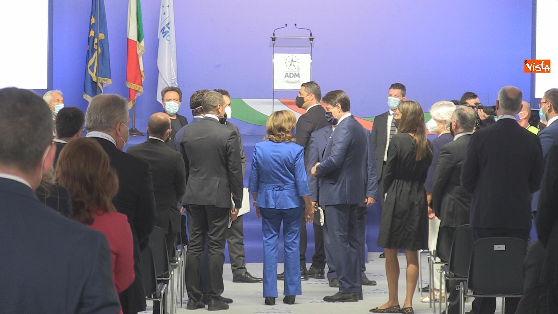 La presidente del Senato Maria Elisabetta Alberti Casellati (di spalle) parla con il presidente del Consiglio Giuseppe Conte