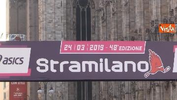 6 - Al via la Stramilano, 60mila runner nelle strade della città