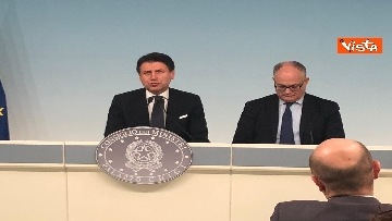 8 - Conte e Gualtieri in conferenza stampa a Chigi sulla manovra