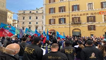 10 - Dal cinema al teatro. Lavoratori in protesta a Montecitorio. Le foto del sit-in