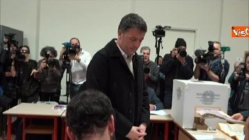3 - Il segretario del PD Matteo Renzi vota a Firenze