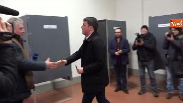 8 - Il segretario del PD Matteo Renzi vota a Firenze