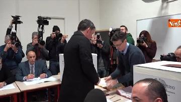 7 - Il segretario del PD Matteo Renzi vota a Firenze