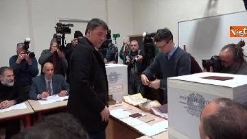 6 - Il segretario del PD Matteo Renzi vota a Firenze