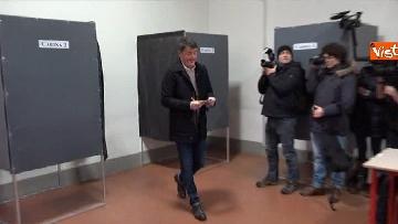 4 - Il segretario del PD Matteo Renzi vota a Firenze