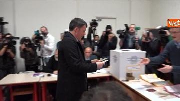 5 - Il segretario del PD Matteo Renzi vota a Firenze