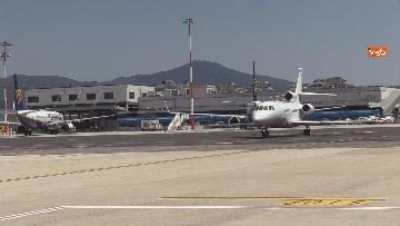 7 - Silvia Romano arriva all'aeroporto di Ciampino e abbraccia i genitori