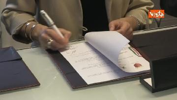3 - Raggi e Ministro Ambiente Galletti firmano intesa per salvaguardia Riserva Litorale Romano