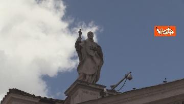 4 - Angelus in Piazza San Pietro tra distanze di sicurezza e file, le foto