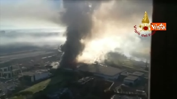 6 - Incendio al TMB di via Salaria, le impressionanti immagini della colonna di fumo