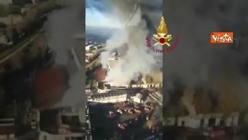 2 - Incendio al TMB di via Salaria, le impressionanti immagini della colonna di fumo