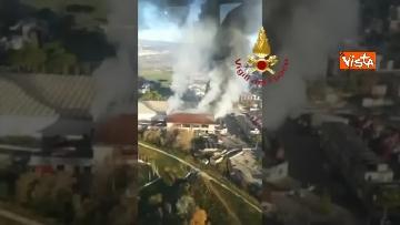 1 - Incendio al TMB di via Salaria, le impressionanti immagini della colonna di fumo