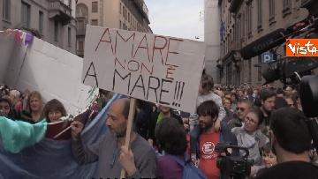 6 - Marcia antirazzista a Milano, in 200mila sfilano per le vie della città