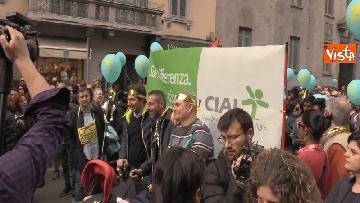 5 - Marcia antirazzista a Milano, in 200mila sfilano per le vie della città