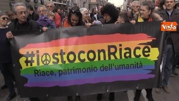 8 - Marcia antirazzista a Milano, in 200mila sfilano per le vie della città