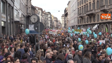 9 - Marcia antirazzista a Milano, in 200mila sfilano per le vie della città