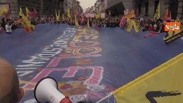 10 - Marcia antirazzista a Milano, in 200mila sfilano per le vie della città