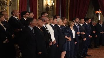 11 - Giuramento, il nuovo governo posa per la foto con Mattarella