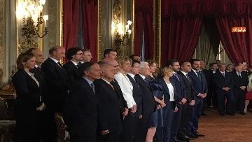 7 - Giuramento, il nuovo governo posa per la foto con Mattarella