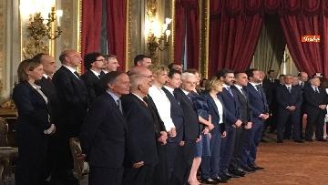 3 - Giuramento, il nuovo governo posa per la foto con Mattarella