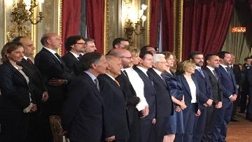 10 - Giuramento, il nuovo governo posa per la foto con Mattarella