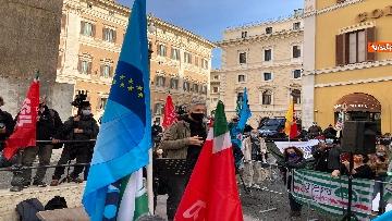 12 - Dal cinema al teatro. Lavoratori in protesta a Montecitorio. Le foto del sit-in