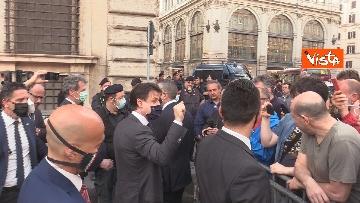 3 - Il presidente del Consiglio Giuseppe Conte risponde alle domande dei giornalisti fuori Chigi, le foto