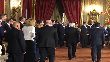1 - Giuramento, il nuovo governo posa per la foto con Mattarella
