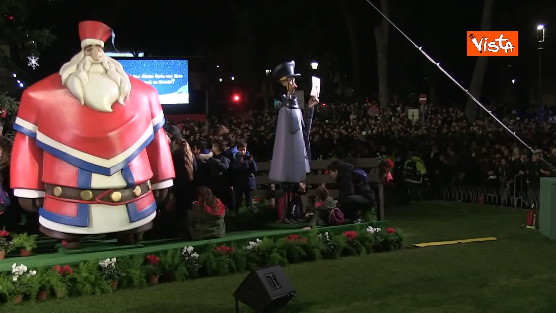 'Spelacchio' l'albero di Natale di Roma, si accende in Piazza Venezia_05