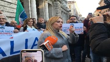 4 - Migranti, 'No Global compact' la manifestazione di FdI con Meloni
