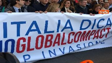 8 - Migranti, 'No Global compact' la manifestazione di FdI con Meloni