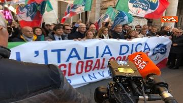7 - Migranti, 'No Global compact' la manifestazione di FdI con Meloni
