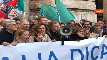 10 - Migranti, 'No Global compact' la manifestazione di FdI con Meloni