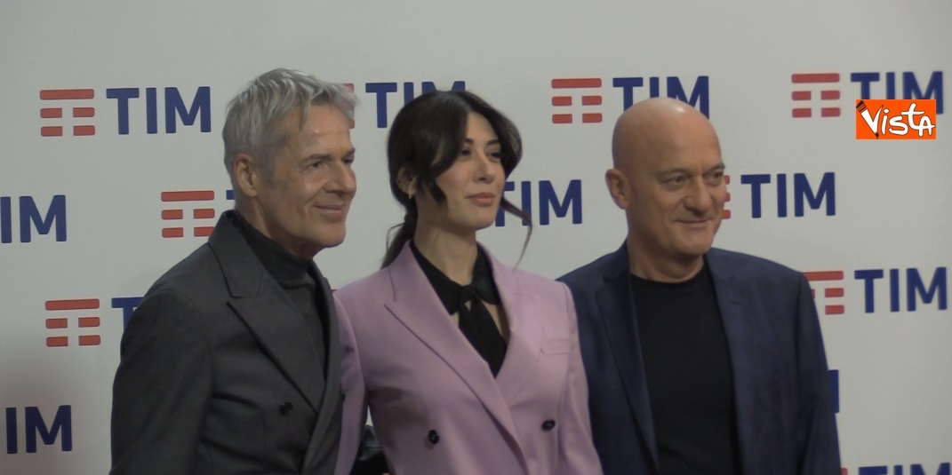 Bisio, Baglioni e Raffaele in conferenza dopo la prima serata di Sanremo