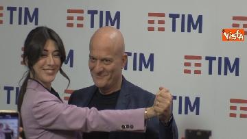 8 - Bisio, Baglioni e Raffaele in conferenza dopo la prima serata di Sanremo