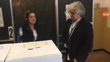 7 - Beppe Grillo al seggio elettorale, il momento del voto