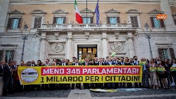 2 - La festa del Movimento 5 Stelle per il taglio dei parlamentari
