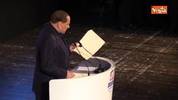 2 - Pascale ride per la battuta di Silvio: Rubo sua carta intestata... tanto pago io