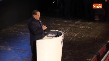 8 - Pascale ride per la battuta di Silvio: Rubo sua carta intestata... tanto pago io