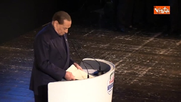 3 - Pascale ride per la battuta di Silvio: Rubo sua carta intestata... tanto pago io