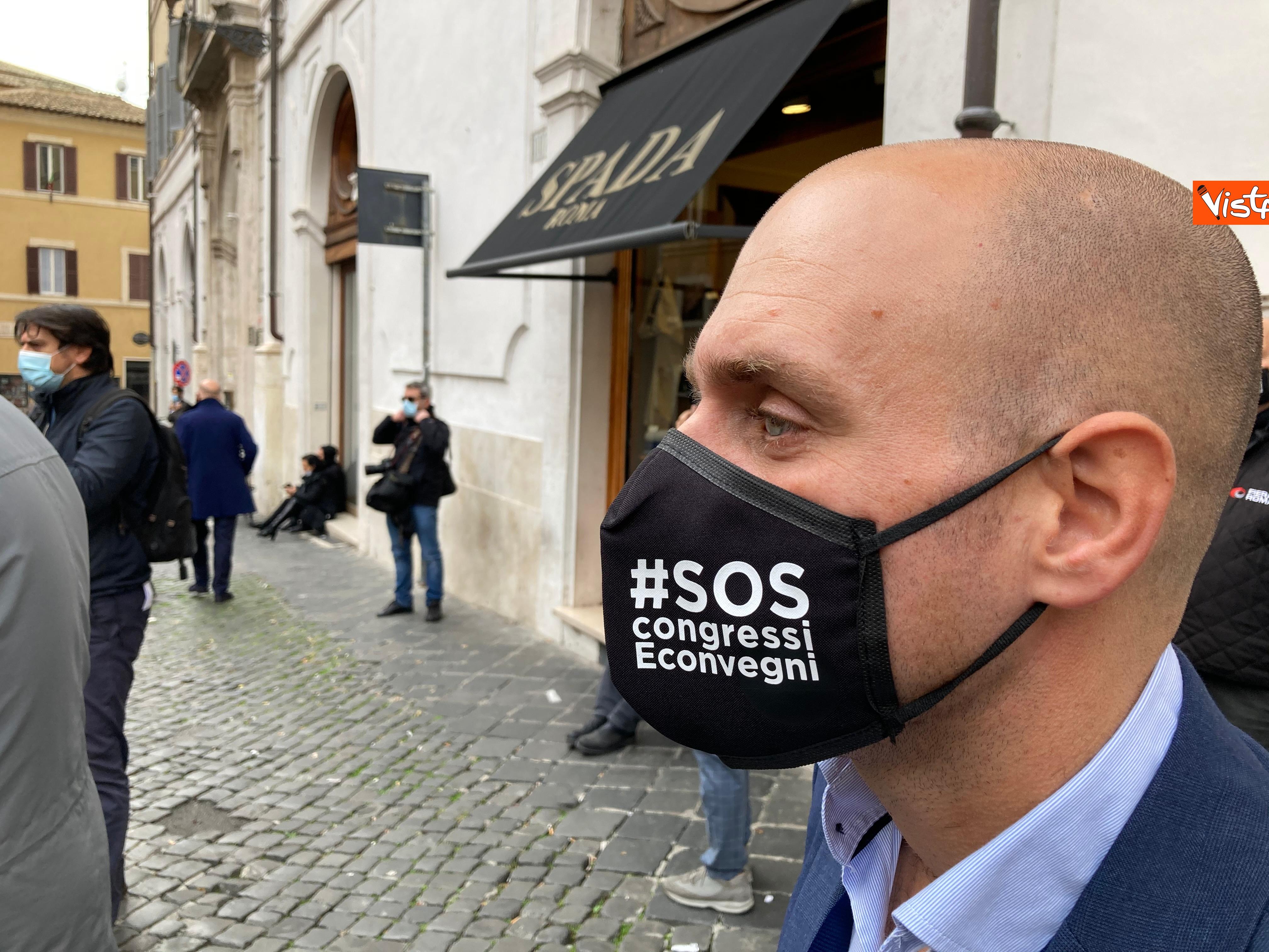 La mascherina a tema di un manifestante